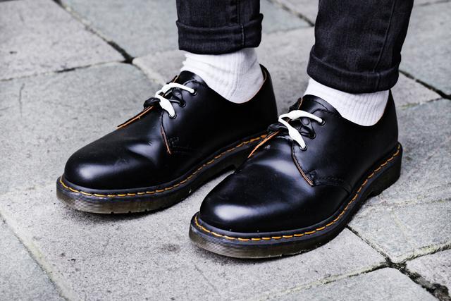 los 12 errores imperdonables de un hombre a la hora de vestir calcetines con zapatos de vestir