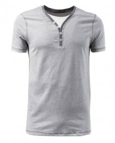 camiseta gris doble cuello falso