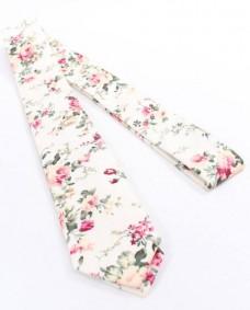 corbata informal blanca de flores